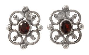 Ohrhänger im Antiklook 925-Silber mit je einem Granatstein