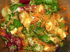 Salat mit gebackenem Camenbert